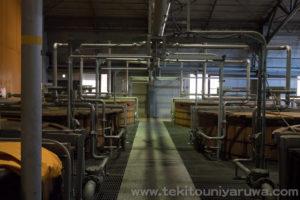 発酵用の桶のある通路