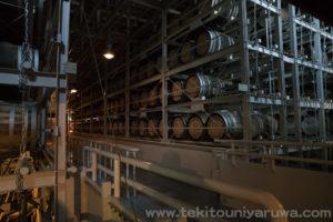 白州のウイスキー樽貯蔵庫