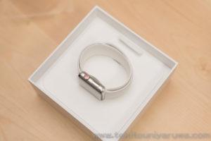 Apple Watch Series 3 GPS + Cellular ステンレス スポーツバンドの箱を開けたところ