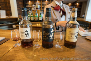 山崎12年と山崎18年と山崎25年のボトルとグラス