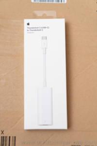 Apple Thunderbolt 3 to Thunderbolt 2 Adapter 箱